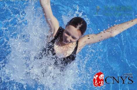 夏季游泳重点保护5部位 谨防眼睛感染细菌