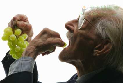 老年人吃水果有学问