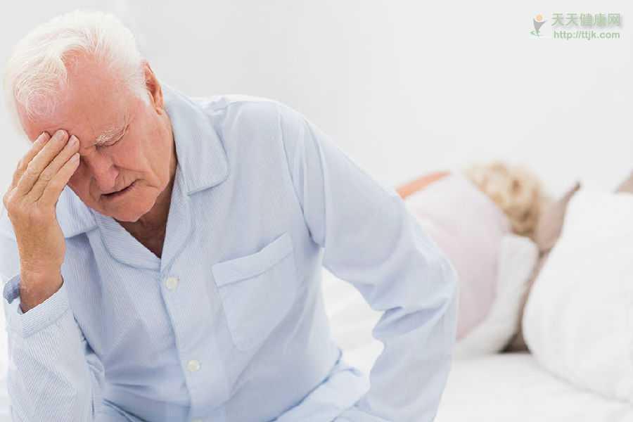 老年人常失眠危害大 5招改善老年人失眠