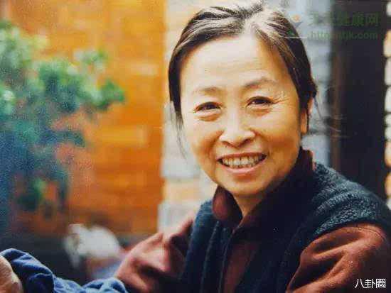 张少华为给儿子还房贷演戏到80岁,胡歌为她落泪