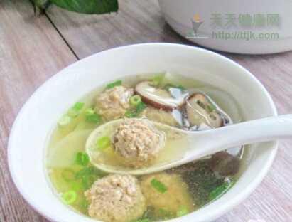 养肺食谱香菇萝卜丸子汤