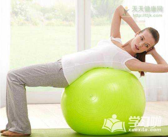 瑜伽球大小的选择方法_瑜伽球如何打气