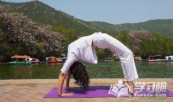 简单的丰胸瑜伽动作