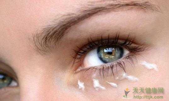 哪个年龄段需要开始使用眼霜