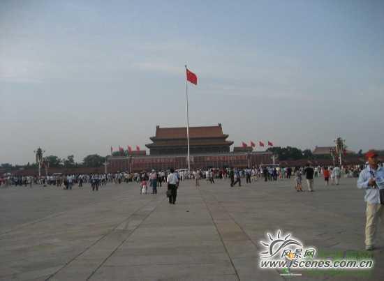 游历北京天安门广场 请先看升国旗