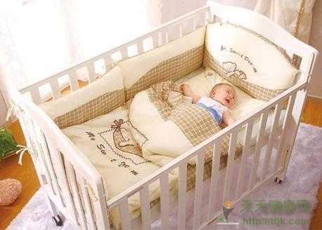你家的婴儿床足够安全吗 使用婴儿车的注意事项