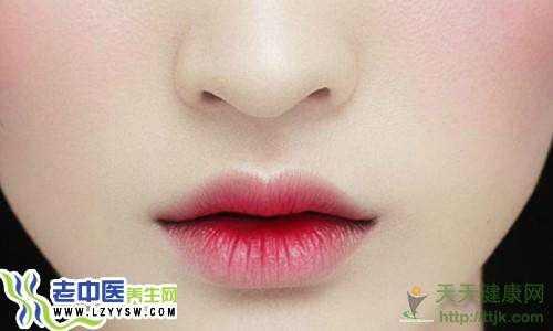 告别冬季干裂唇 4个方法养出粉嫩唇色
