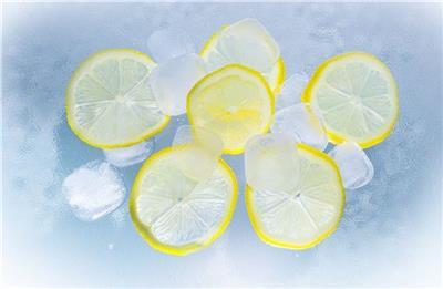 用柠檬水洗脸好吗