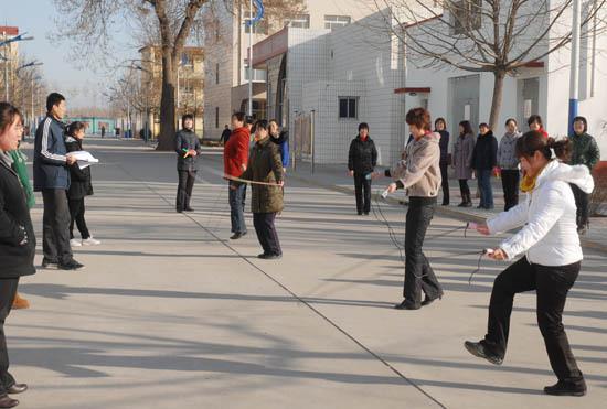 专家称跳绳会腰疼是因为脚跟的原因