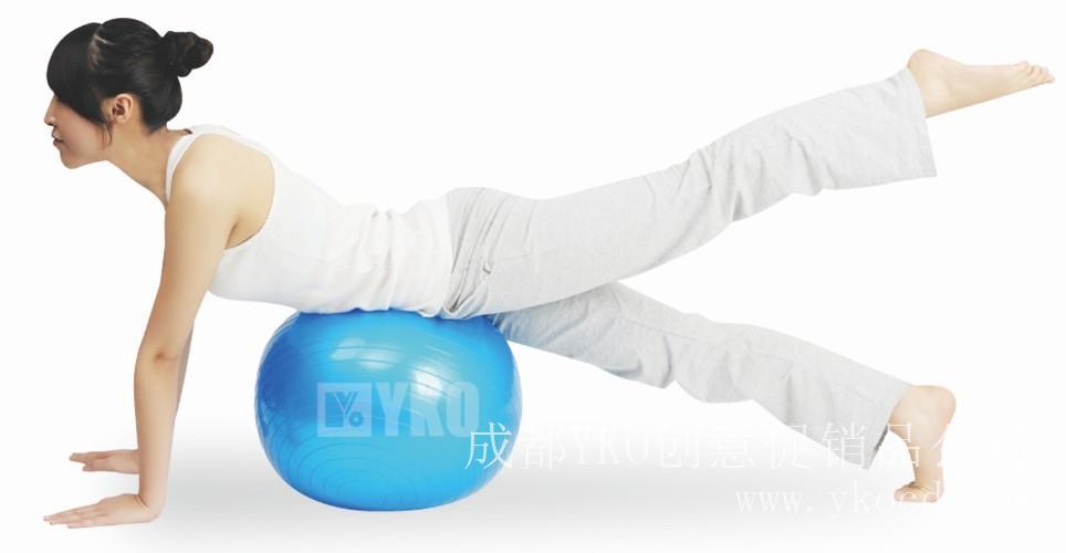 巧用瑜伽健身球 美腿立即Fit